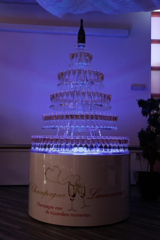 Champagnetoren blauw