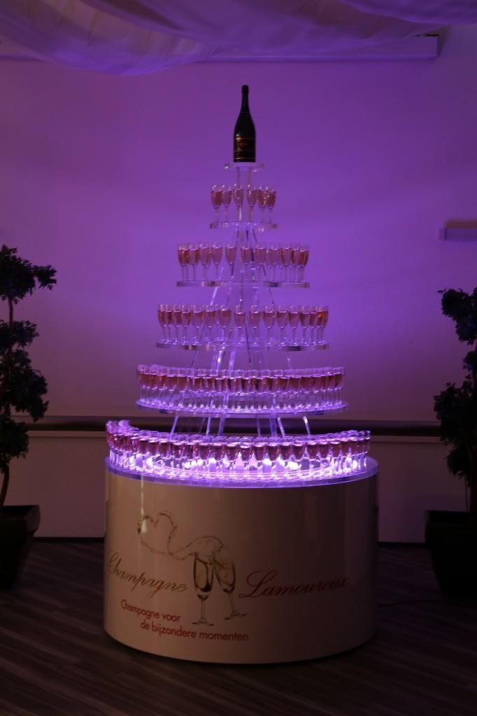 Champagnetoren paars